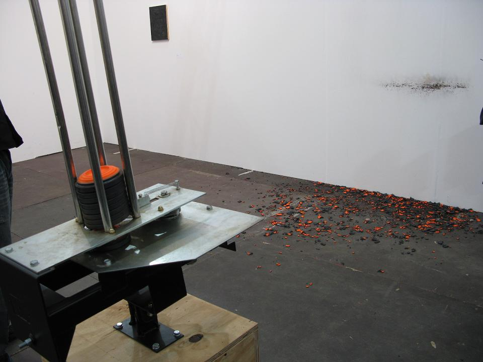 Untitled #3, motor, steel, graphite, springs, wood and clay pigeons, 152 x 56 x 45 cm, 2007 01