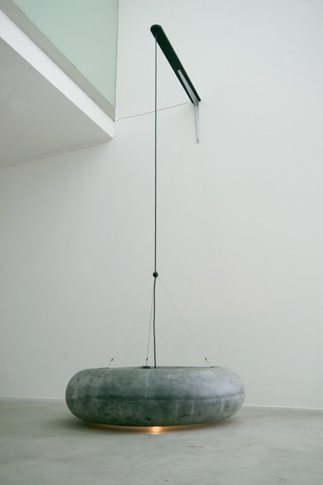 U.F.O., caoutchouc, steel, cable, lightbulb, wood, 280 x 90 x 90 cm, 2008